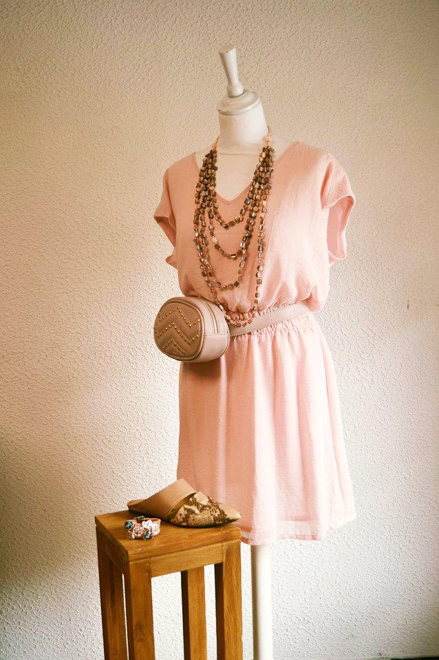 Robe rose été et accessoire
